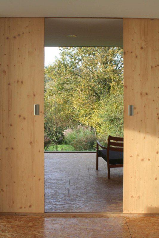 porte coulissante - Maison dans la prairie par Arba - Montreuil, France on Construire Tendance  http://www.construire-tendance.com/social-gallery/porte-coulissante-maison-dans-la-prairie-par-arba-montreuil-france