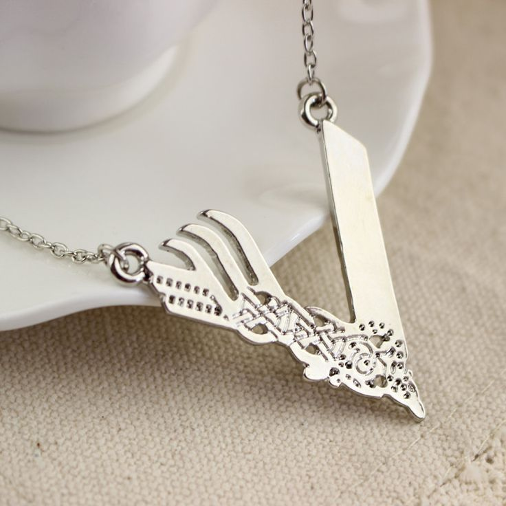 Fine or Fashion: Fashion Item Type: Necklaces Pendant Size: 4*4Cm Gender: Unisex Material: Zinc Alloy/Silver Plated Chain Type: Link Chain Length: 50Cm - 14 Day Hassle Free return policy - Allow 4 To