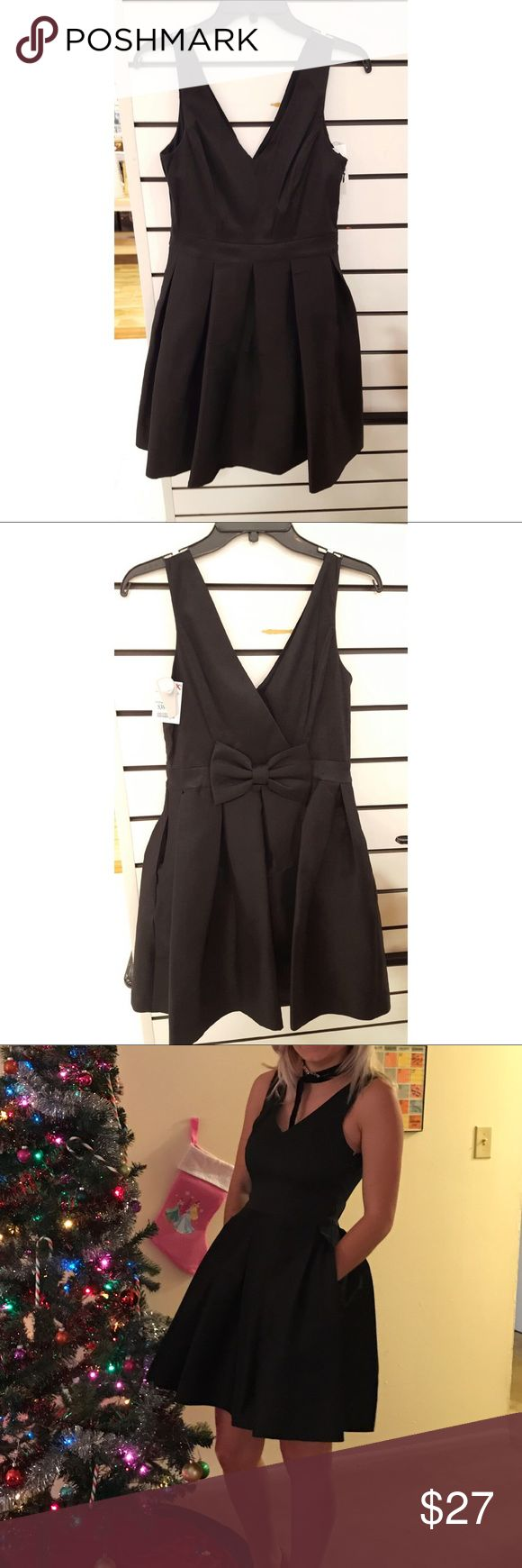 Black Bow Back Dress Black bow back dress worn once for a sorority formal! perfect condition, great for sorority formal or holiday parties. Even has pockets! Dresses Mini