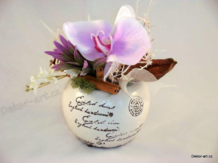 Designová dekorace retro s orchidejí