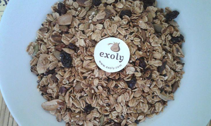 Manfaat Granola Bagi Kesehatan Tubuh  Manfaat Granola Bagi Kesehatan Tubuh  Granola adalah sajian camilan kering dari biji oat utuh dan dicampurkan dengan beberapa jenis biji-bijian kacang-kacangan buah-buah kering dan madu.  Granola renyah dan gurih. Sangat cocok sebagai sereal sarapan atau camilan pengganti.  Banyak manfaat granola bagi kesehatan tubuh kita seperti meningkatkan kesehatan jantung menurunkan kolestrol melancarkan pencernaan mencegah anemia dan menambah energi dalam tubuh…