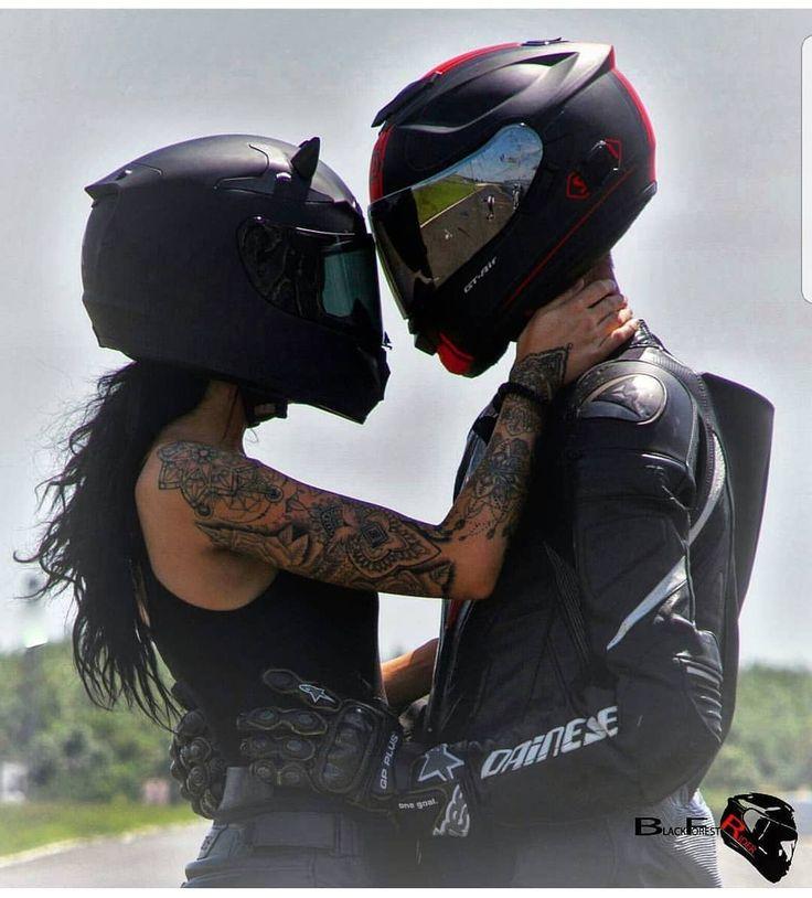 Картинки поцелуй байкеру