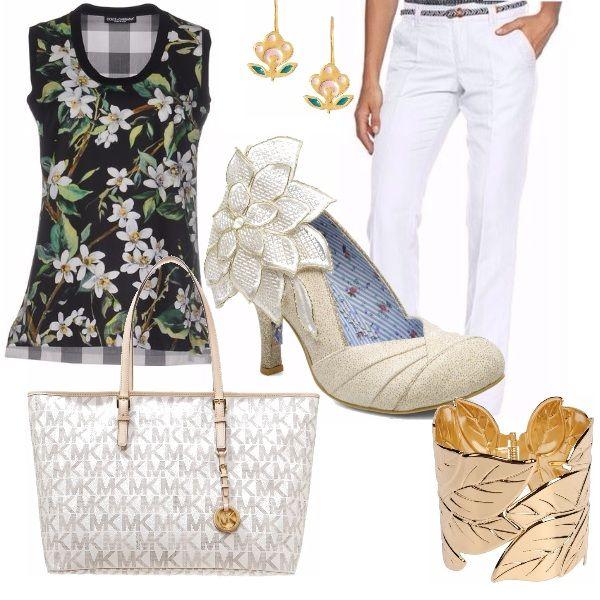 Outfit dedicato a fiori e foglie: smanicata con stampa a fiori, scarpe super particolari con fiore che riprende la fantasia della maglia, pantaloni estivi bianchi e accessori bianchi e oro, anch'essi di tema floreale.