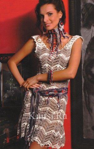 Платье с зигзагообразным узором крючком
