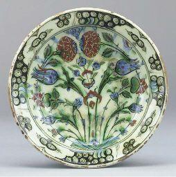An ottoman Iznik pottery dish, Turkey, 17th century