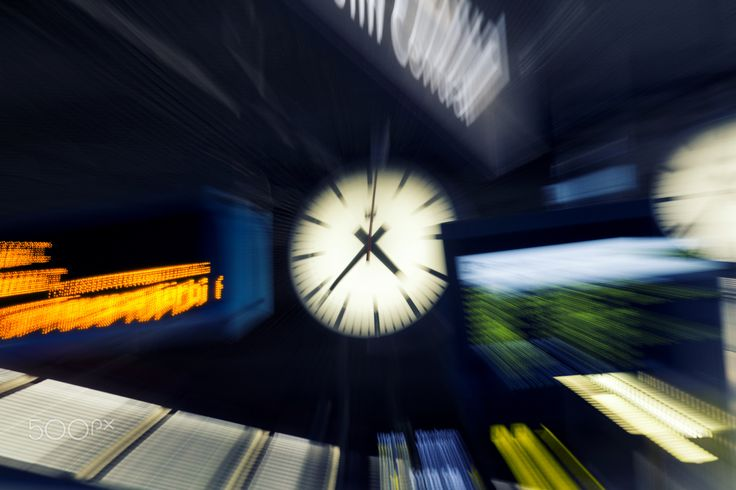 City Clock - Zooming on clock
