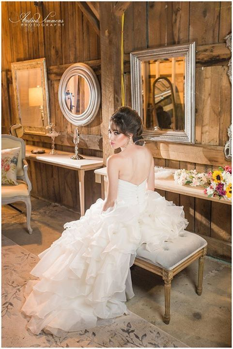 Luxurious bridal suite at The Barn at Silver Oaks Estate