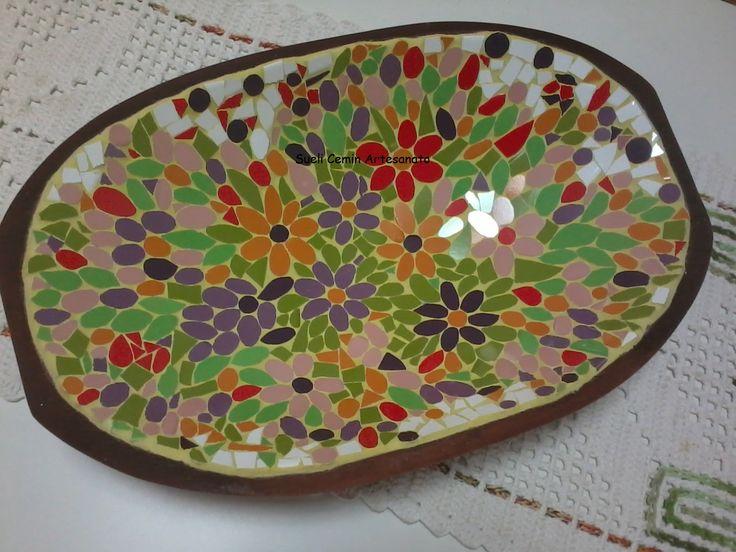 Gamela de madeira revestida em mosaico com azulejos, by Sueli Cemin