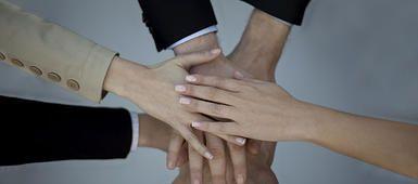 Formación Bonificada 100% por el FONDO SOCIAL EUROPEO  Formación Bonificada está dirigida para todos los trabajadores por cuenta ajena que dispongan de contrato de trabajo y que por ello, cootizan y abonan su cantidad mensual para su formación y apredizaje.  Como todos sabemos, disponemos de créditos por cada trabajador para realizar dicha Formación Bonificada. Importe gestionado por la FUNDACIÓN TRIPARTITA, provIniendo del FONDO SOCIAL EUROPEO.