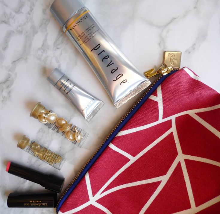 Everybody loves a good gift with purchase and @elizabethardensa certainly know how to set the tone for the year by partnering with @sparrowsociety to give back and support a proudly South African initiative.  Receive a trendy handmadeSparrow Societybag (there are 3 bold designs) filled with five samples with the purchase of two Elizabeth Arden products one to be a moisturiser serum or foundation.  AVAILABILITY  15 January  4 February 2018at @foschinisa stores  12 February  4 March 2018at…