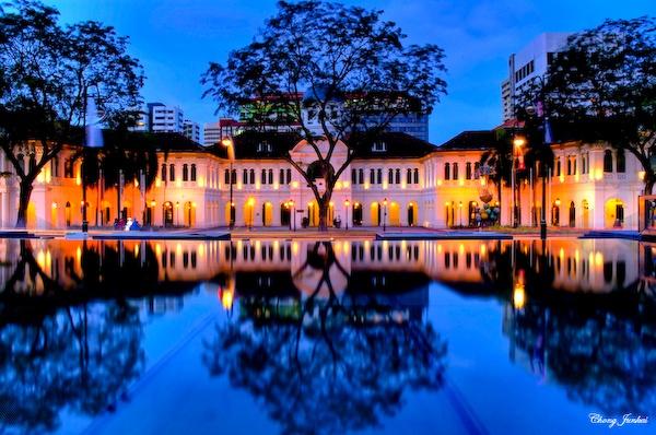 SAM: Singapore Art Museum looks spectacular at night time!