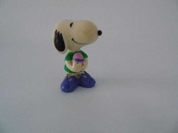 Check out this item in my Etsy shop https://www.etsy.com/listing/256333424/easter-snoopy-comic-strip-peanuts-ufs