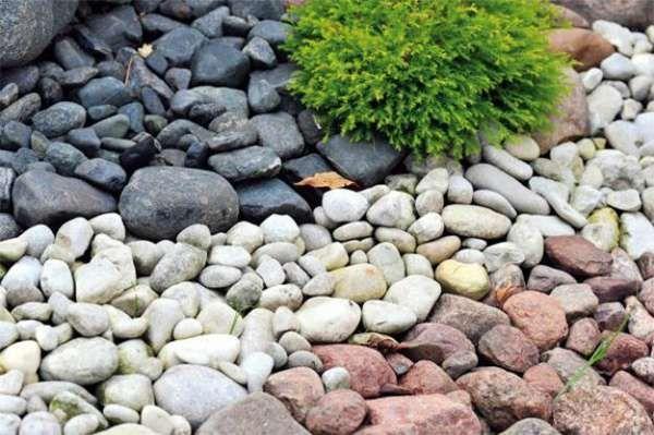 Камень и морская галька в интерьере