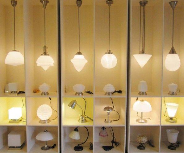 Verlichting ArtdecoArtdeco lampen in de stijl van Gispen. Deze tijdloze lampen uit de jaren 20 en 30, opnieuw uitgebracht, zijn er in diverse modellen en maten.Bij de meeste lampen kan glas en armatuur onderling gecombineerd worden.Ook is er keuze in de uitvoering van de armaturen (kleur of model).