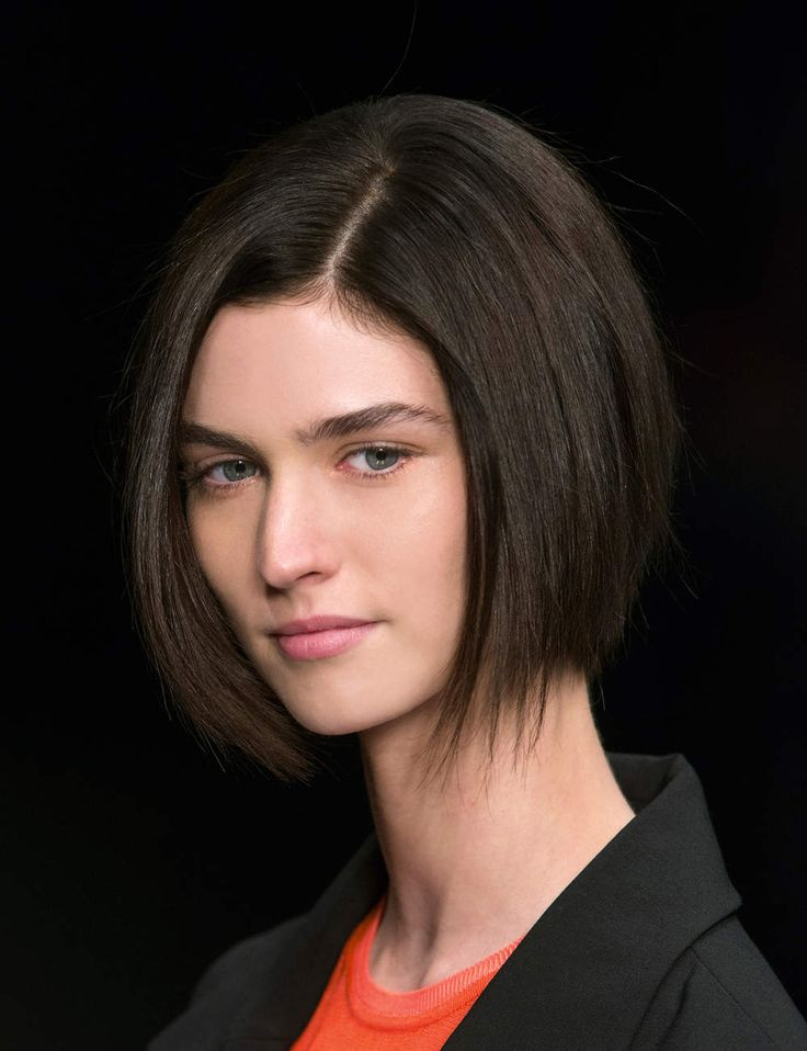 17 best images about hair style on pinterest coupes courtes hair contouring and coupe - Carre plongeant effile ...