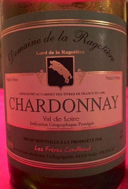 Une trouvaille: un excellent vin à prix doux! Un chardonnay issu de la région de la Loire-Atlantique dont le terroir fait sentir sa présence en produisant un vin différent des bourgognes blancs uti…