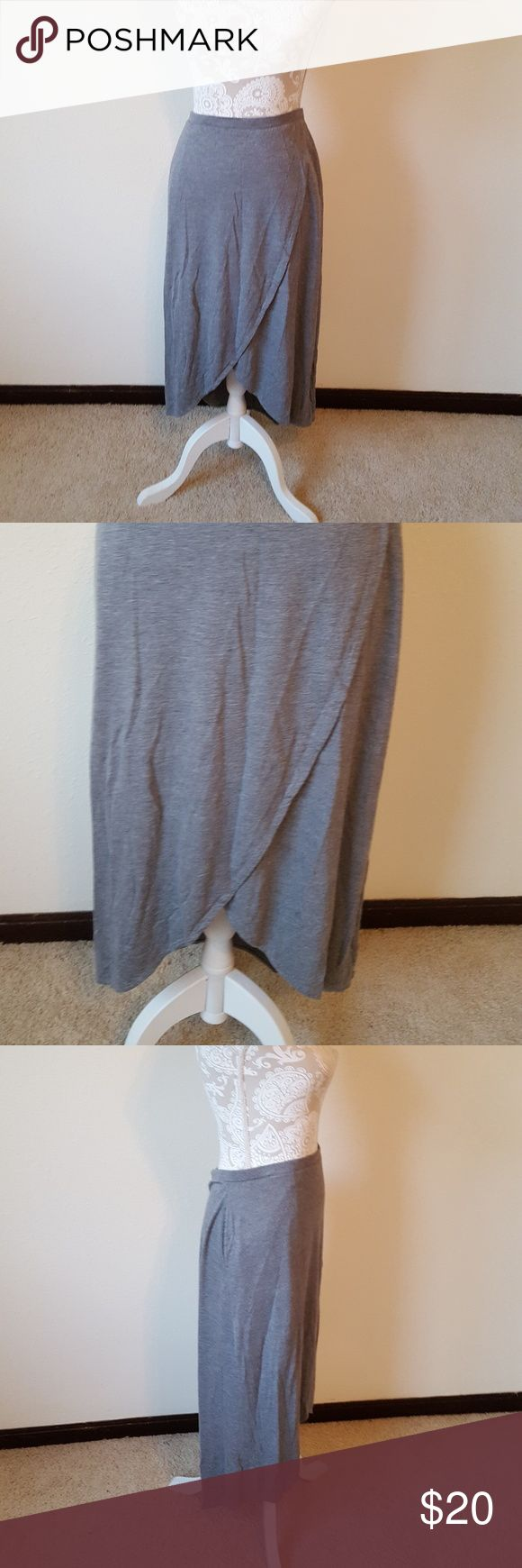 Gap Grey Tulip Skirt Has been worn Size medium Elastic waist Tulip style bottom High low style Flaw: has 2 small holes on the back (shown in pictures, hardly noticeable when wearing) No Trades :283 GAP Skirts Asymmetrical