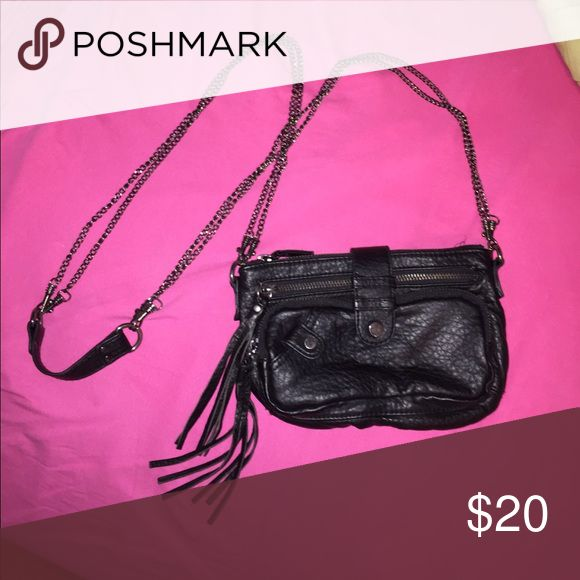 Black crossbody bag Perfect for every day use! Black bag with dark grey chain. Multiple pockets, can hold a lot. Great bag! Deena & Ozzy Bags Crossbody Bags