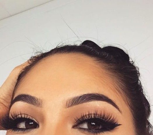 Beautiful full eyebrows - lash factory