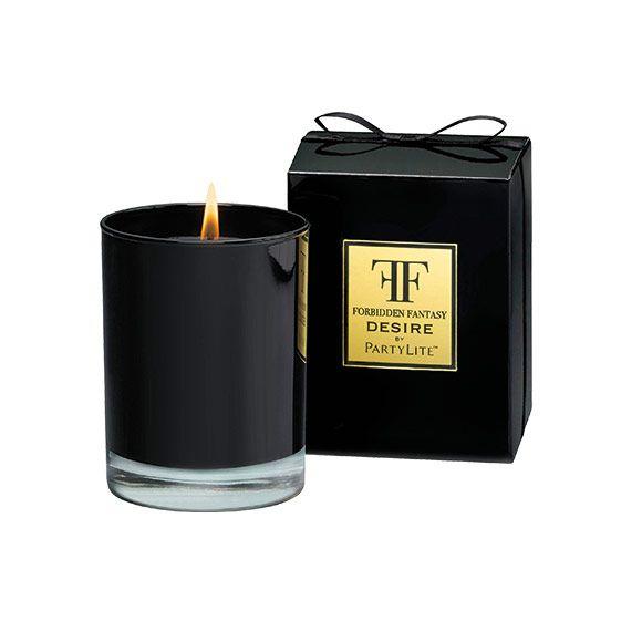 Fragrance Desire : L'émoustillante liaison entre des notes florales, des prunes et du cassis.