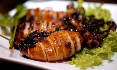 Menu masakan cumi bakar isi ayam  merupakan resep olahan berbahan dasar cumi, dimana dikombinasikan dengan daging ayam yang sudah di cincan...