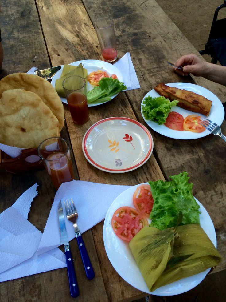 Humita, papa rellena y sopaipillas en #licanray #peninsula #ziwilwe #surdechile #chile