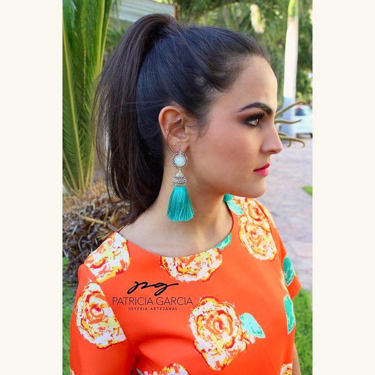PGOrdena tus aretes de mota del color que mas te guste Maquillaje: @fabiolaruizmake_up Vestido: Ruth Boutique #pgjoyeriaartesanal #ideartemexico #hechoenmexico #handmadejewelry #manosmexicanas #motas #tassel #earrings #aretes #pg #inlove #mx