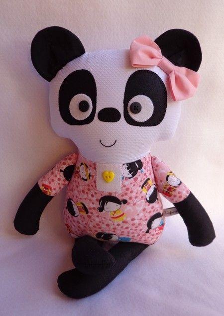 Pandinha Aiko (vestido rosa)