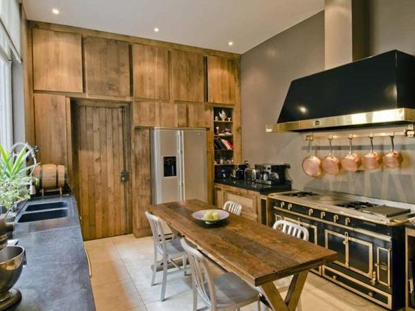 Modern rustic kitchen - Daniel Féau Conseil Immobilier