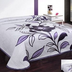 biela prikryvka na postel
