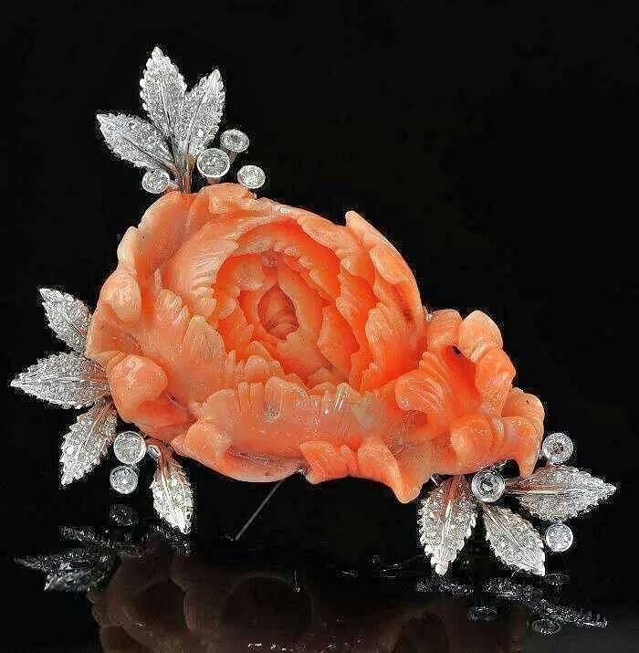 Bulgari vintage 1960 carved coral 18k gold and diamonds