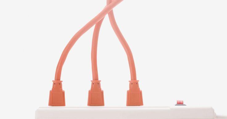 ¿Cuáles son las partes de un cable de extensión?. Un cable de extensión es la respuesta a una aspiradora fuera del alcance, sierra o cualquier otra cosa que usamos alrededor de nuestros hogares y lugares de trabajo. Contamos con la ayuda de una extensión, porque tendemos a trabajar donde un contacto no es de fácil acceso. Aquí se explican las partes de un cable de extensión por los que se ...