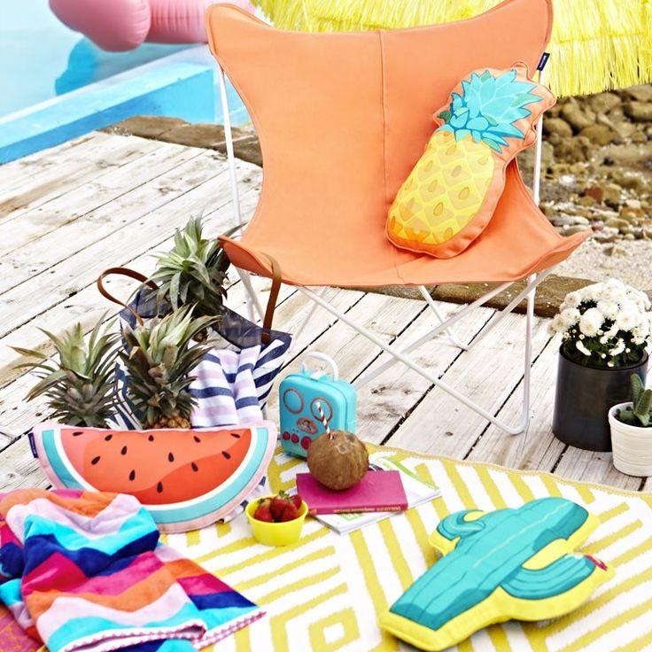 Dit zomerse kussen van Sunnylife geeft je (tuin)interieur een vrolijke oppepper! Het kussen is gemaakt van waterafstotend polyester. Leuk voor op je tuinbank, maar ook ideaal om mee te nemen tijdens een picknick of dagje strand.