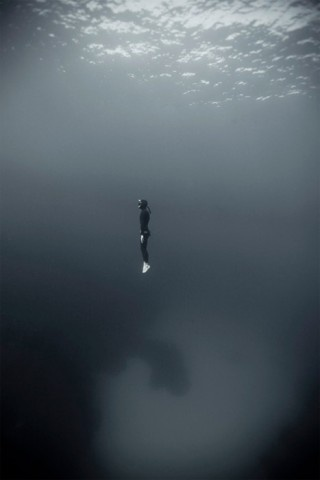 I have an unhealthy fear of being under water. I can hardly look at this.