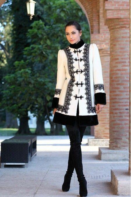 Haina romaneasca din bucle de lana alba cu negru - Vis
