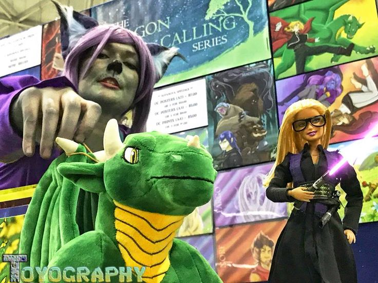 At the #DragonCalling booth at 2017 #Brisnova Supanova Convention. With Felicia Upton, Laeka Plushie and Shifra cosplay. Photo taken by Adam Davies.