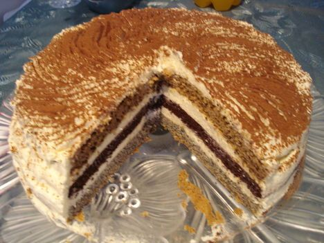 Csíkos süti torta formába