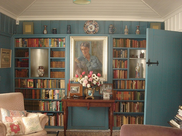 Dame Ngaio Marsh's bookshelves