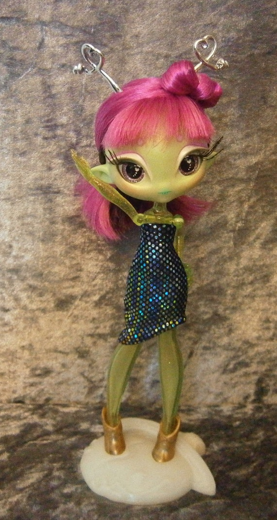 Strapless dress for Novi Star dolls by moonsight68 on Etsy, $5.00