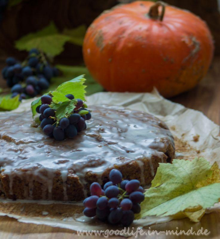 Der Herbstkuchen schlechthin aus Kürbis sowie mit Trauben und Walnüssen, herrlich saftig, frisch und nussig.