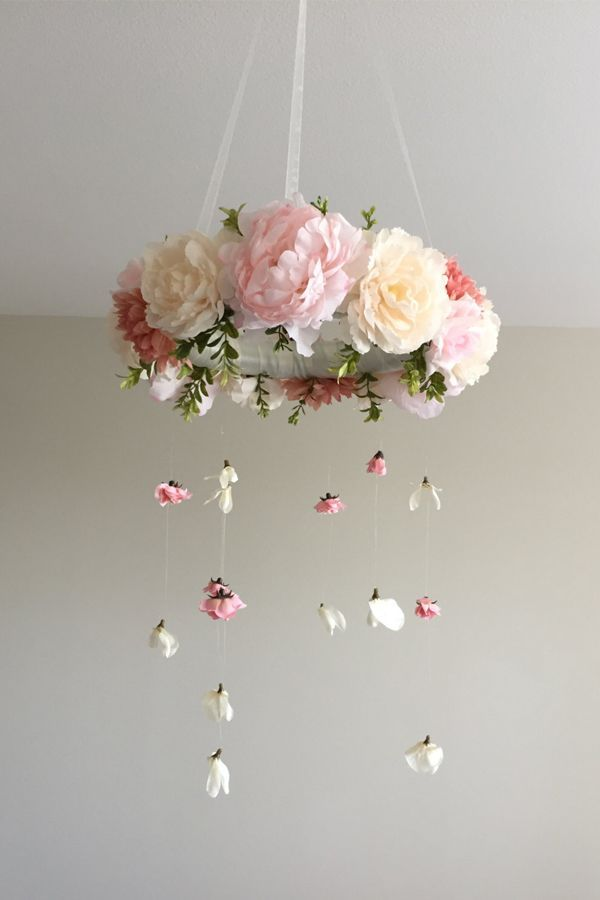 Best 25 flower mobile ideas on pinterest flower nursery for Diy felt flower mobile