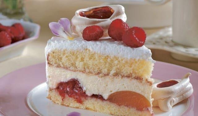 Využite zavárané marhule z komory: Ovocná torta s mascarpone