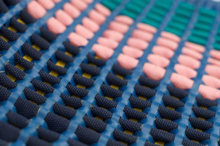 Conceptrice de nouvelles matières pour la mode et la déco, Robin Pleun Maas est récemment diplômée de l'Académie de Design d'Eindhoven. Amoureuse du textile et des textures, son travail associe différents produits (cordes, base gonflante…) pour inventer des tissus en 3d, colorés et très graphiques qui peuvent s'adapter à différents environnements. Un travail très intéressant sur le motif qui se construit par la matière.