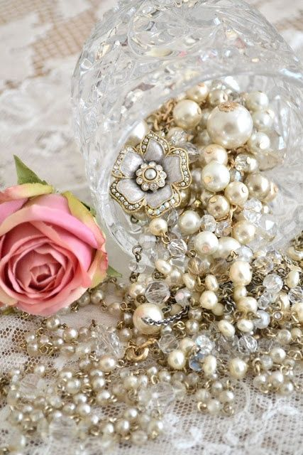 Pearls, pearls, and more pearls!!! via  Girly, delicate, pretty ❤