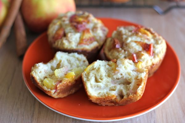 Peach Oatmeal Muffins - these cinnamon sugar crusted muffins are the perfect start to your mornings!