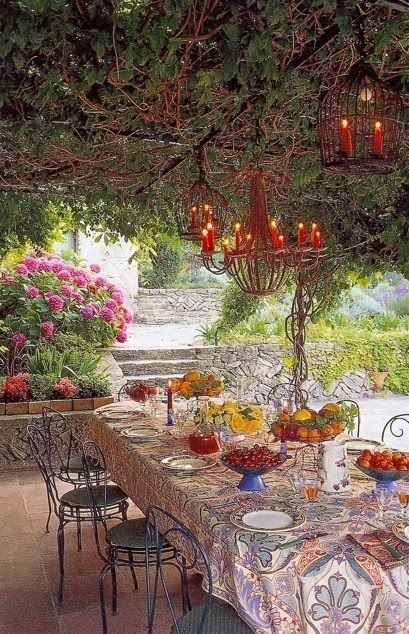 Al Fresco Dining, Provence Style