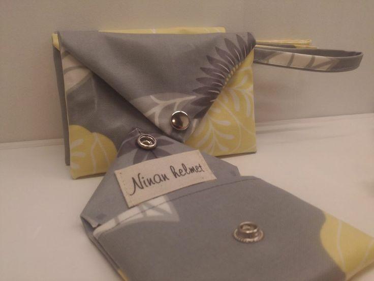 Kevät ja ihanat pikku laukut ja lompakot neppari kiinnityksellä. Kangas on muovitettua puuvillaa.