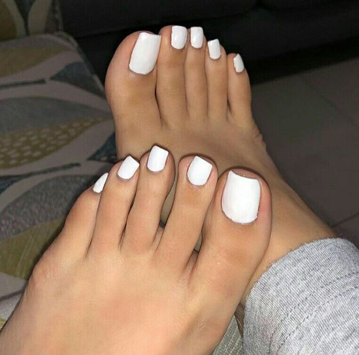 Feet Pics White Nails In 2020 Painted Toe Nails Pretty Toe Nails Toe Nails White