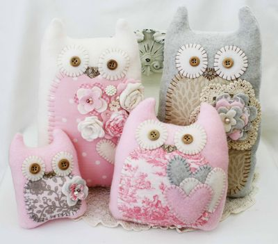 These owls are the cutest things ever! Must make some. Close-up photos in post.Owls Pillows, Felt Crafts, Fabrics Owls, Gift Ideas, Art Projects By Kids, Grey Owl, Felt Owls, Stuffed Owls, Diy