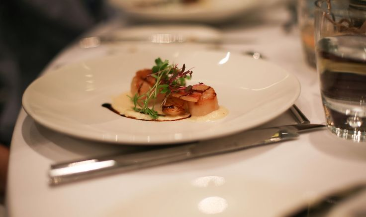 seared scallops, parsnip fennel puree, crispy pancetta and mixed herb ...
